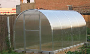 Нужен ли фундамент под теплицу из поликарбоната?