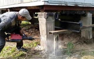 Ремонт фундамента дачного дома винтовыми сваями