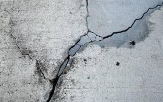 Чем заделать трещины в бетоне на улице?