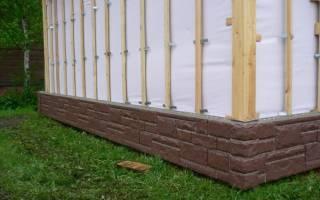 Отделка фундамента деревянного дома цокольным сайдингом