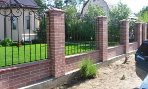 Как правильно залить фундамент под забор?