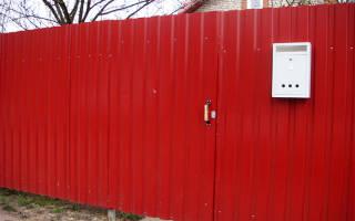 Как ровно прикрутить профнастил на забор?