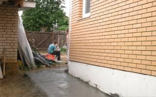 Как делать отмостку вокруг дома из бетона?