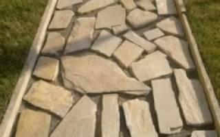 Как класть природный камень на стену?