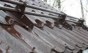 Как правильно поставить снегозадержатели на металлочерепицу?