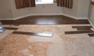 Что положить под ламинат на бетонный пол?