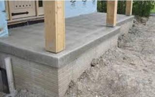 Крепление деревянных столбов к бетонному основанию