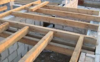 Потолок по деревянным балкам в газобетонном доме