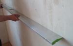 Как уровнем проверить горизонталь стены?