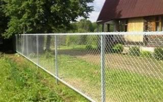 Как ставить забор из сетки рабицы?